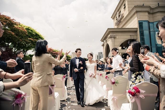 https://www.iwedding.co.kr/center/website/ihall_img/1004949904/1004949904_img_772_4_1580291554.jpg