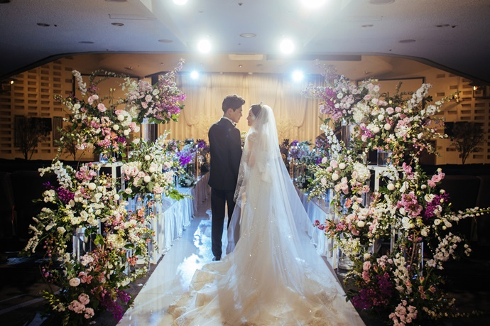https://www.iwedding.co.kr/center/website/ihall_img/1220319742/1220319742_img_736_0_1560763980.jpg