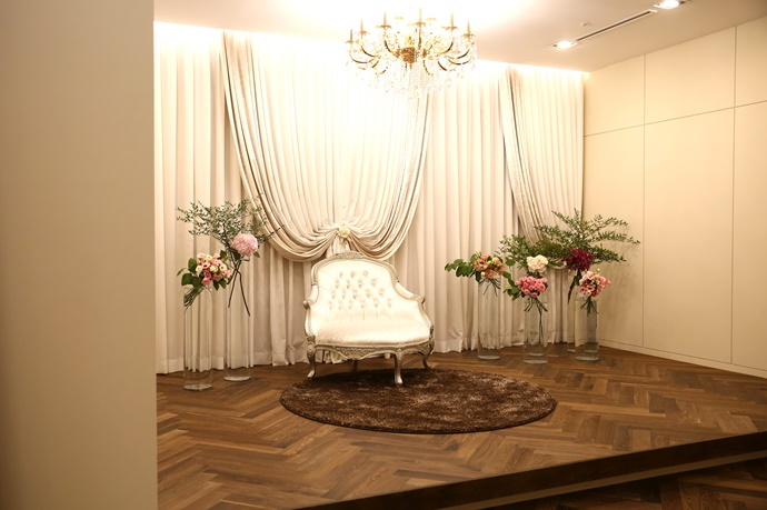 //www.iwedding.co.kr/center/website/ihall_img/1236734049/1236734049_img_580_0_1538104609.jpg