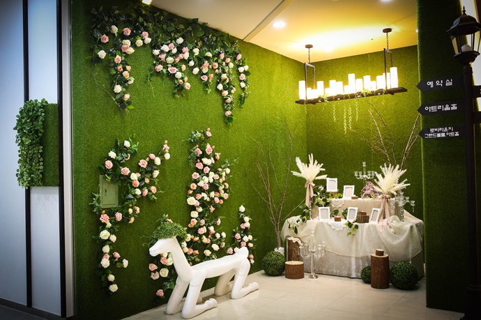 https://www.iwedding.co.kr/center/website/ihall_img/1365586542/1365586542_img_98_0_1494921412.jpg