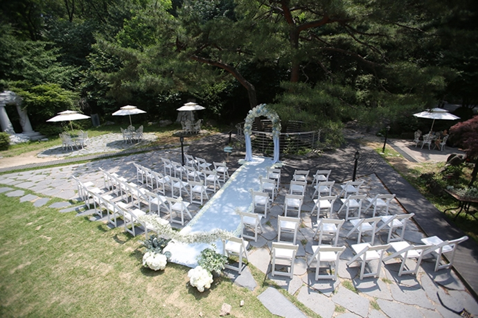 //www.iwedding.co.kr/center/website/ihall_img/1404810649/1404810649_img_1129_2_1431338900.jpg